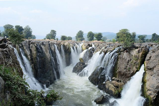 Full view of all 14 channel like sub falls at Hogenakkal falls.