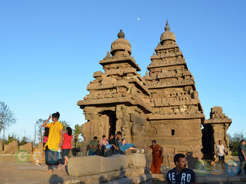 Tourists at Shore temple