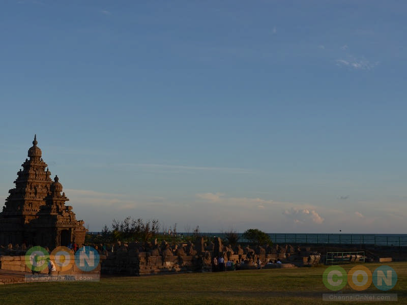 Shore temple with a view of Bay of Bengal