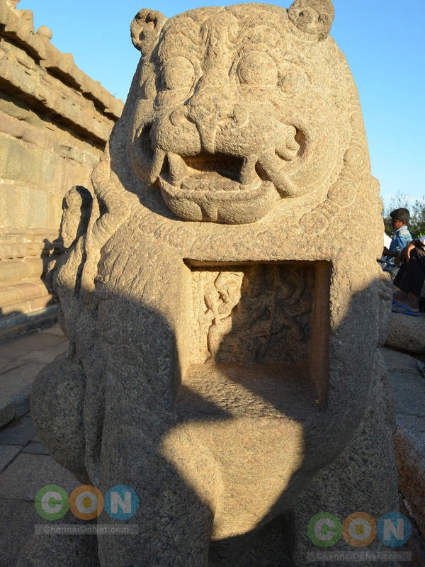 Statue at Shore temple